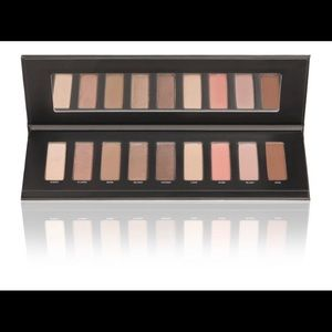 New Studio Makeup Easy to Wear Palette